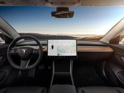 Netflix и YouTube появятся в электромобилях Tesla